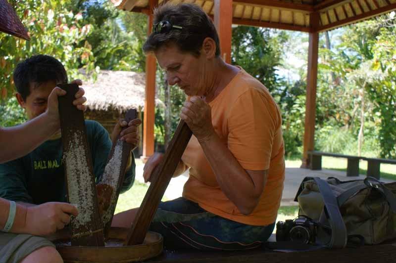 Kokosflocken reiben