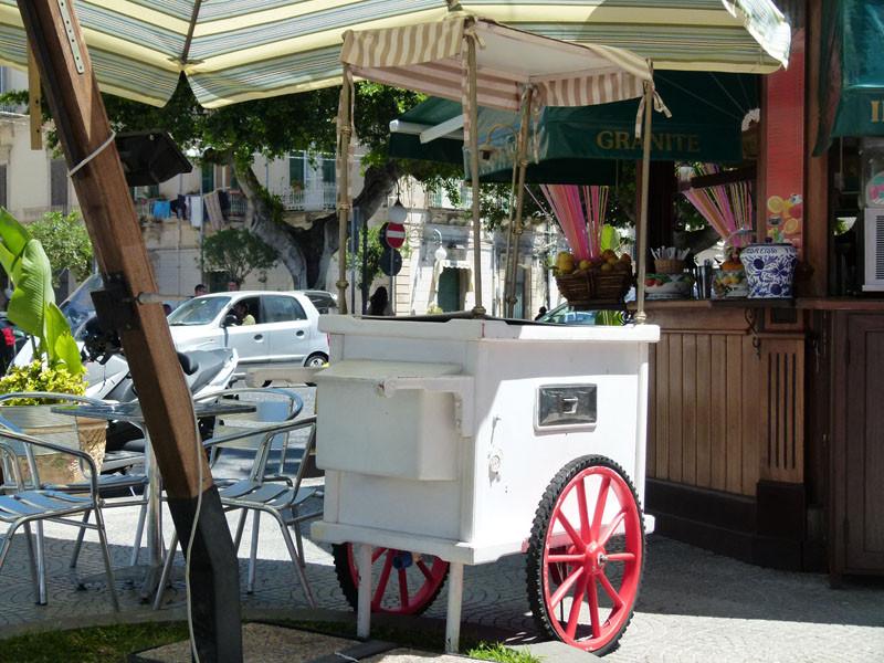 Solche Eiswagen gab es in meiner Kindheit