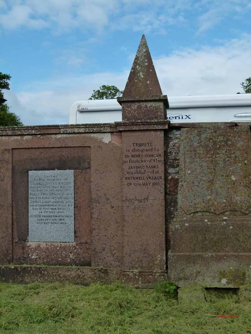 Das berühmteste Grab des Dorfes