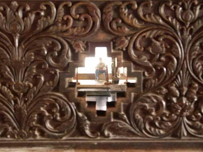 Filigrane Holzschnitzereien im Inneren