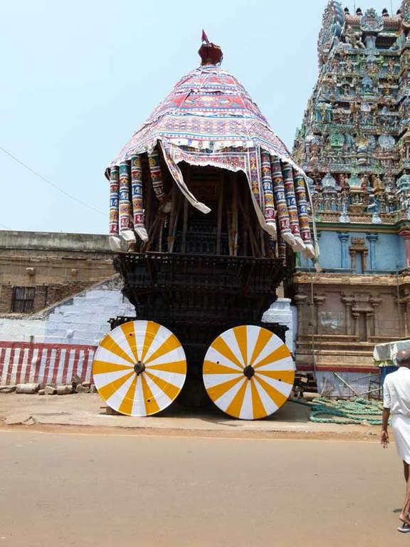 Ein geschmückter Tempelwagen
