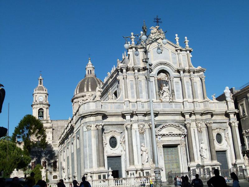 Bellini, der berühmte Komponist, ist hier begraben