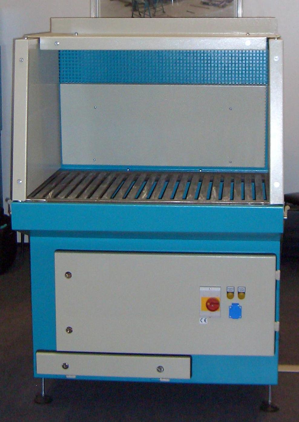 Schweißarbeitstisch mit integrierter Absaugung und Schalldämmung (W3-Zulassung)