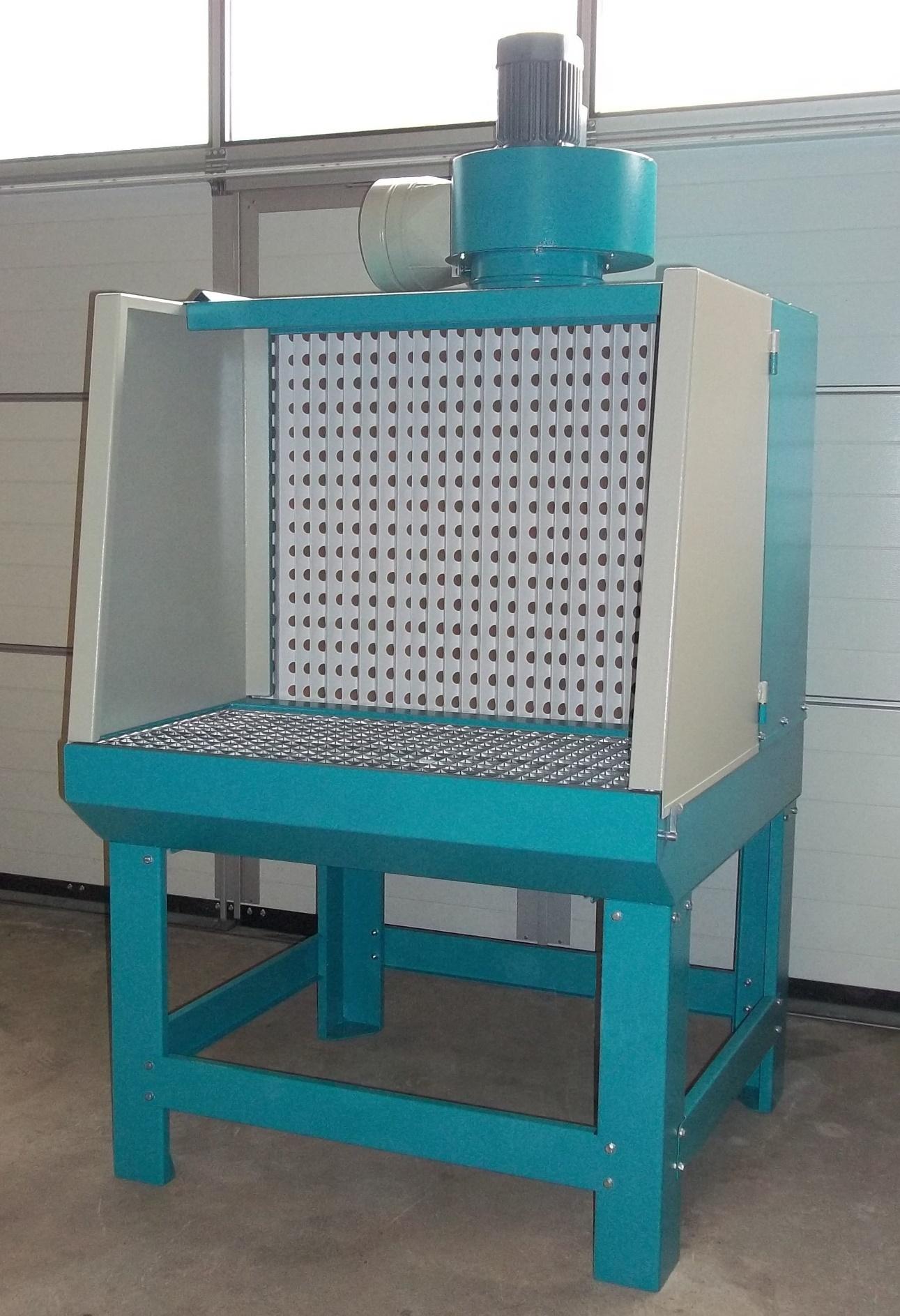 Lackierarbeitstisch mit aufgebautem Absaugventilator - Abluftfahrweise