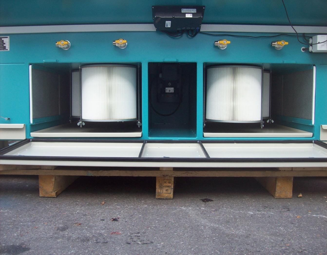 Schleifarbeitstisch mit integrierter Absaugung und Patronen Filtration