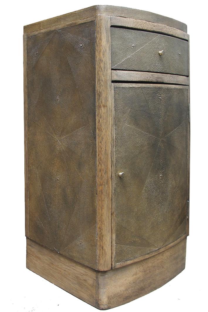 Commode gainée d'empreinte de peaux de galuchat - Ancien meuble des années 50 - 65 x 35 x 35 cm