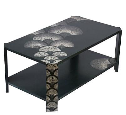 Table basse laquée avec incrustation de coquilles d'œufs. Création sur mesure - 100 x 60 x 45 cm