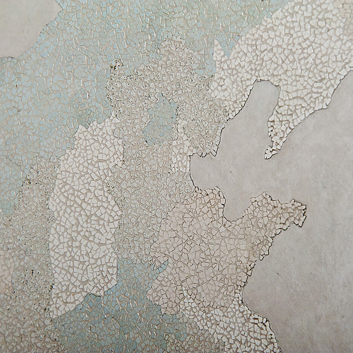 Provinces  - Lacquered with eggshells inlays, finition in varnish - Size : 100 x 100 cm