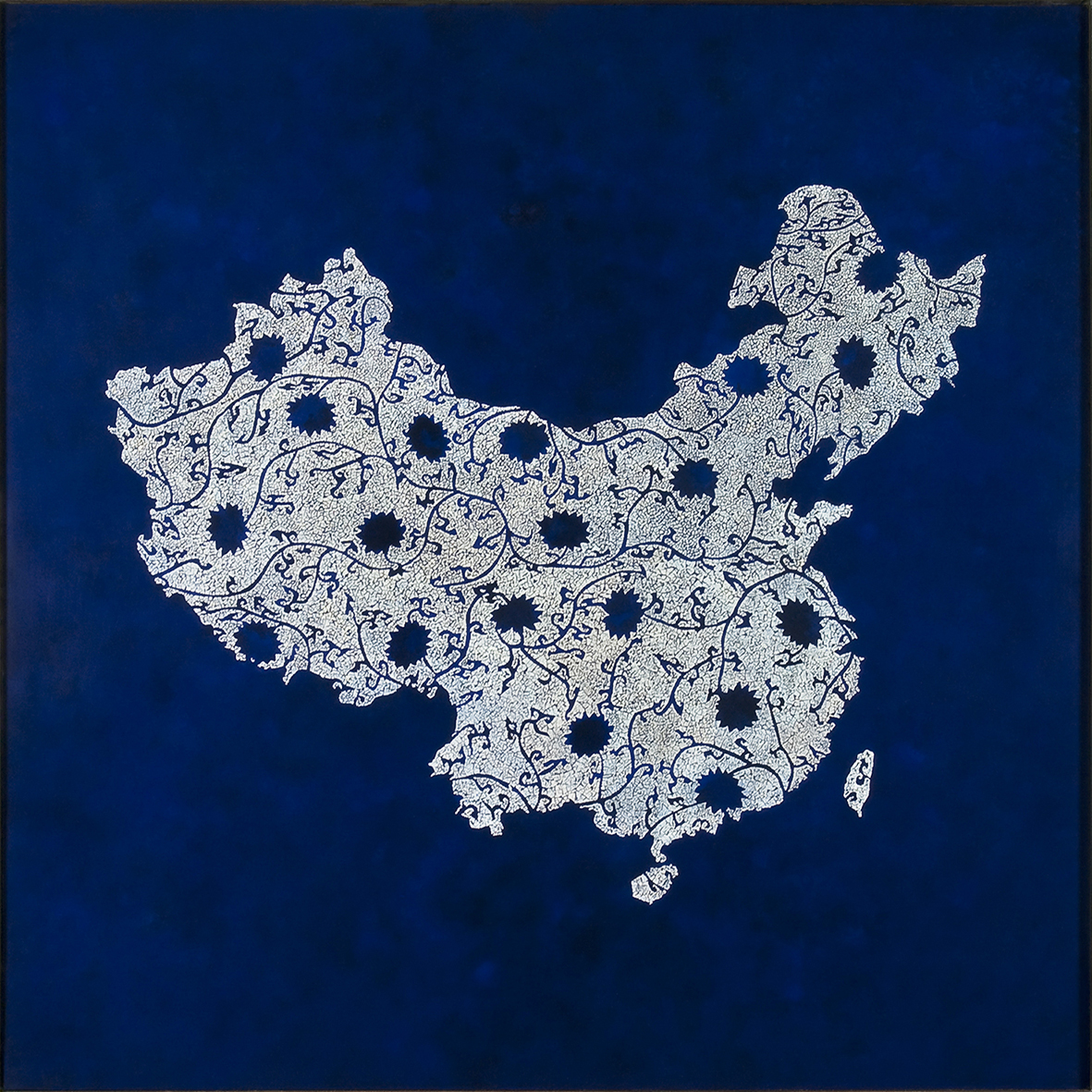 Blue & White porcelain  - Lacquered with eggshells inlays, finition in varnish - Size : 100 x 100 cm