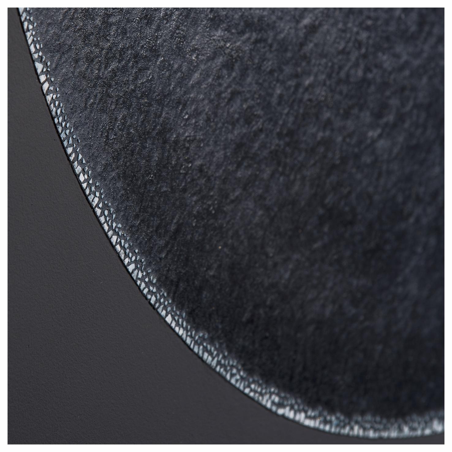 Eclipse de Lune - Laque finition cirée, détail incrustation de coquilles d'œufs - Dimension : 60 x 90 cm