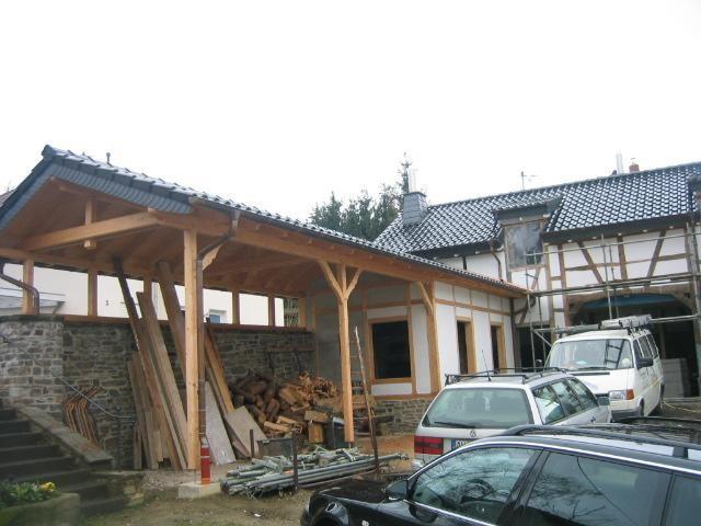 Fachwerkhaus fertiggestellt mit angebautem Carport