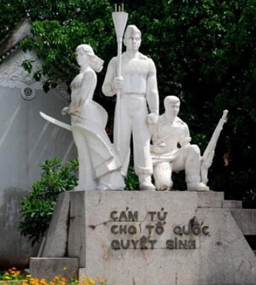 Statue dédiée aux héros Vietnamiens