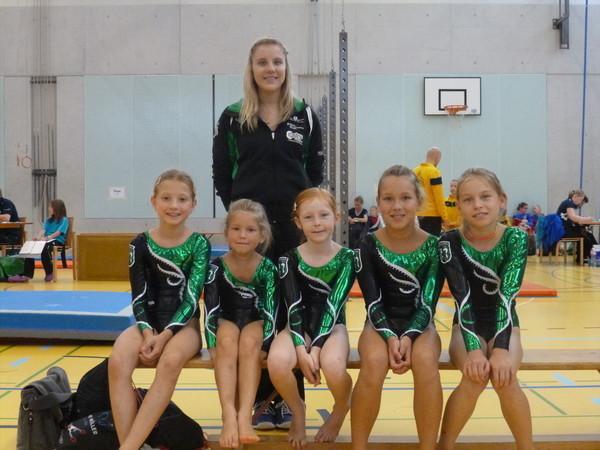 K1er: Imen, Kira, Juliette, Luana und Iva mit Trainerin Miriam