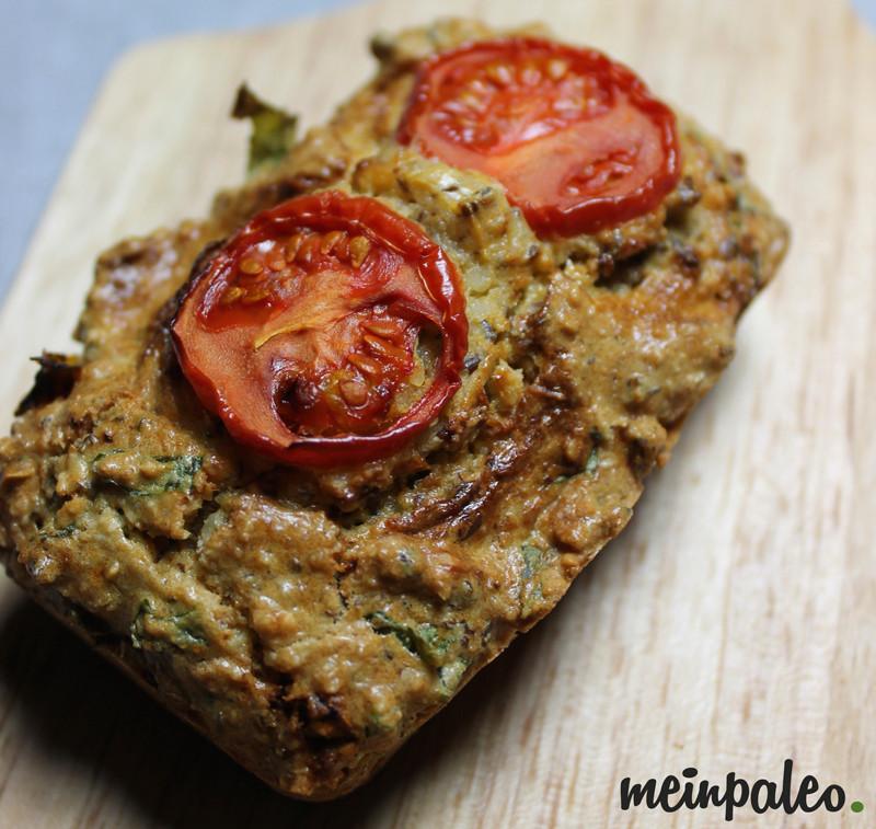 Italienisches Paleo Brot mit Tomate-Basilikum