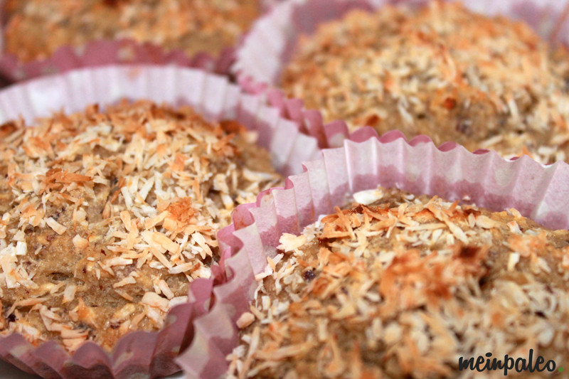 Paleo Apfel-Bananen-Muffins mit Kokosraspeln