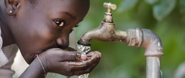 Zuverlässige Wasserversorgung und Pumpen mit stand alone Solaranlagen von Solara in Afrika.