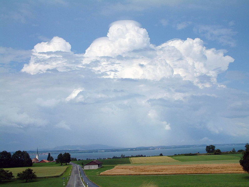 Cumulonimbus en formation : DANGER, à plusieurs km à la ronde...