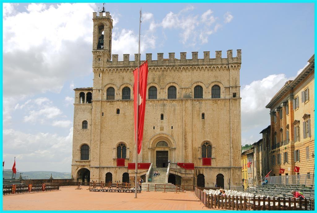 Piazza della Signoria-Gubbio (PG)