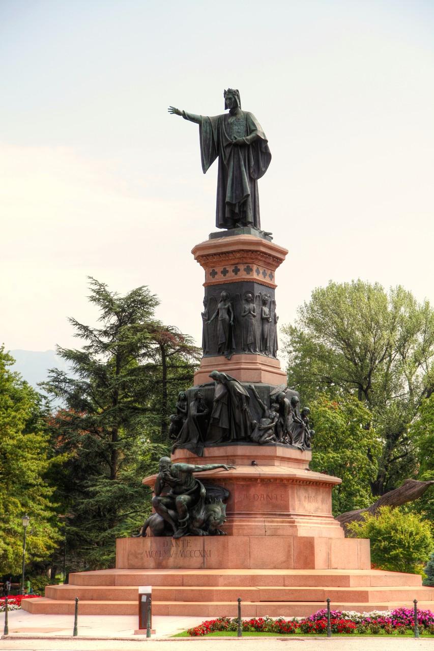 Trento-Monumento a Dante Alighieri