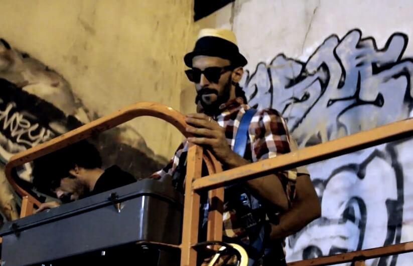 JR-street-art-en-train-de-travailler-creation.jpg