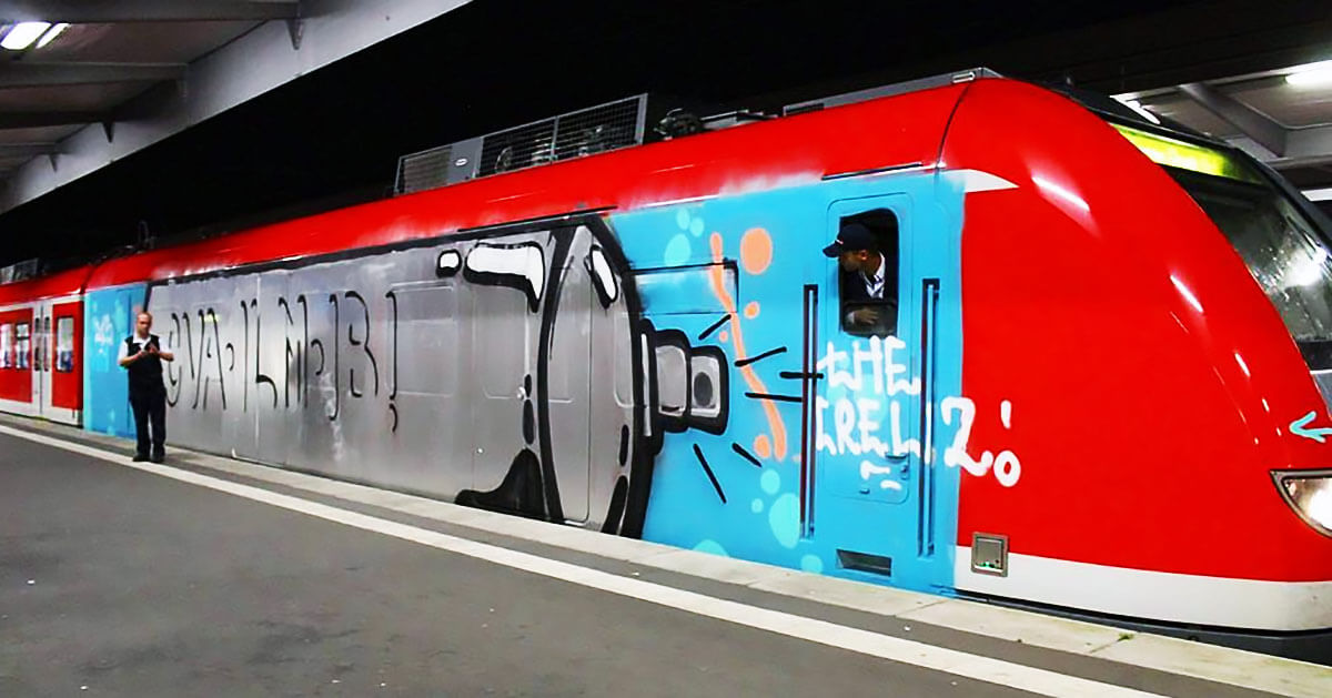 perso-bombe-peinture-graffiti-train.jpg