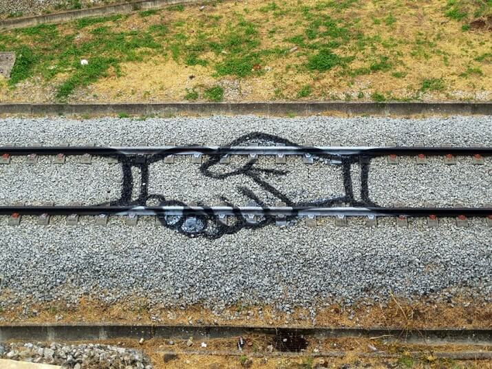 street-art-bordalo-train-rail-hand-main