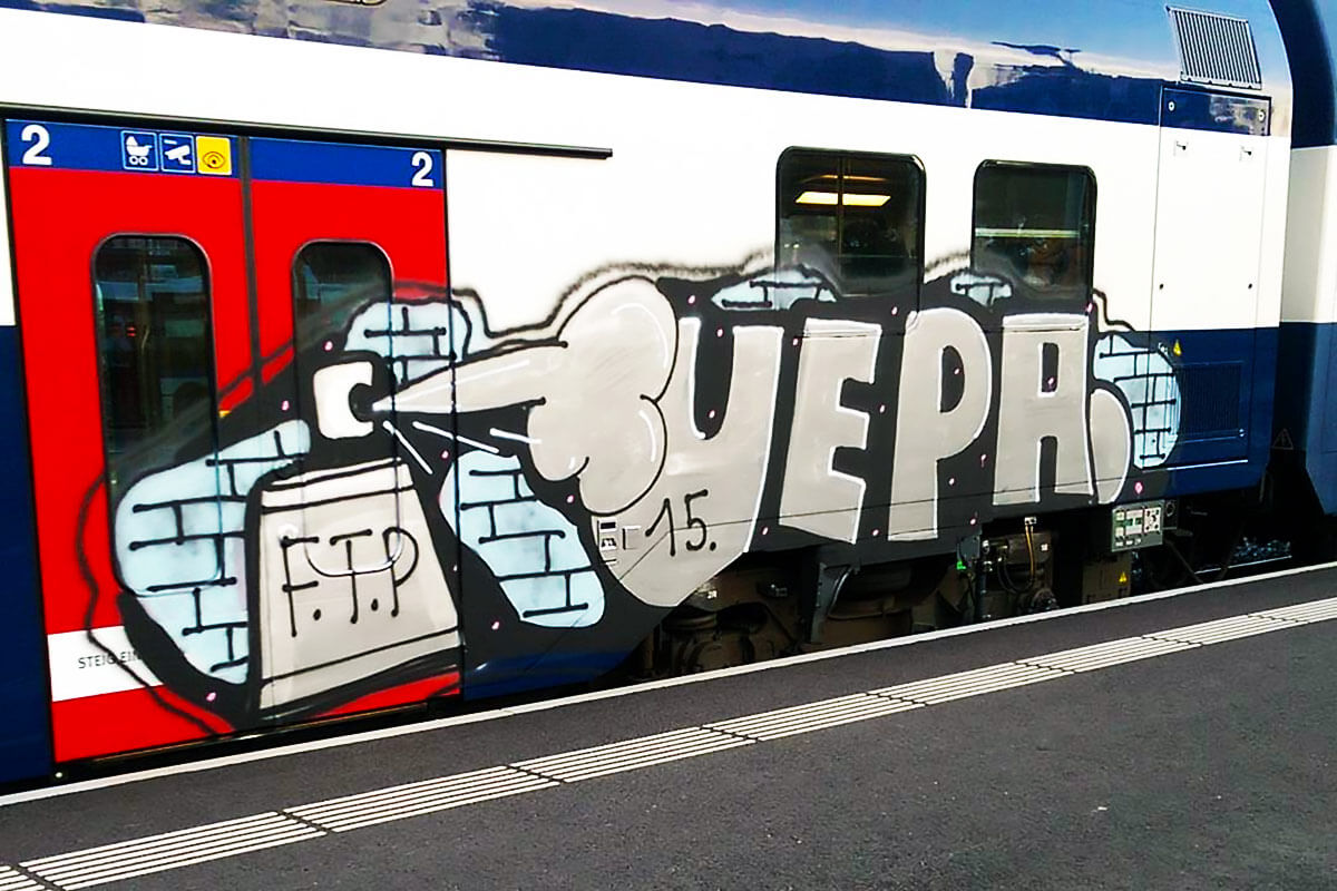 perso-bombe-peinture-graffiti-metro.jpg
