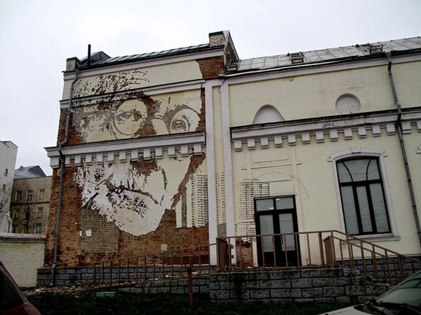 Vhils-street-art-4