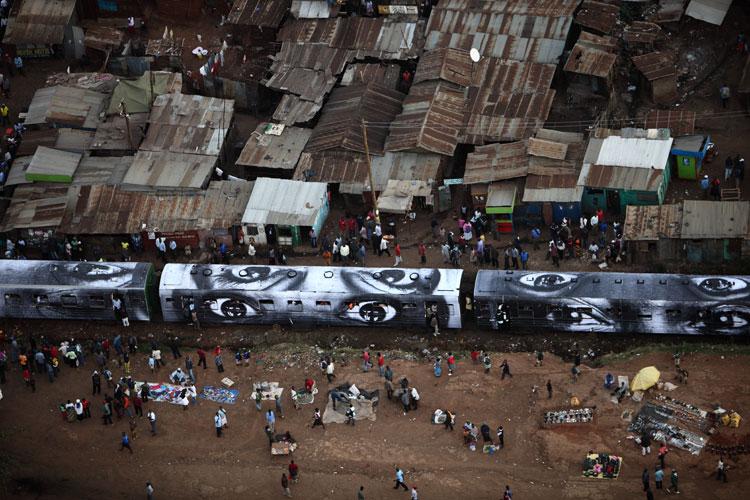 JR-street-art-favelas-regard-de-femme-kenya.jpg