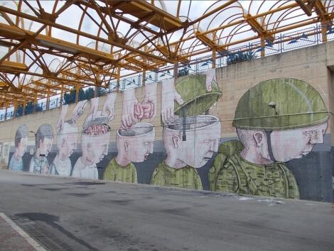 blu-armee-soldat-lobotomise-street-art-master-piece.jpg