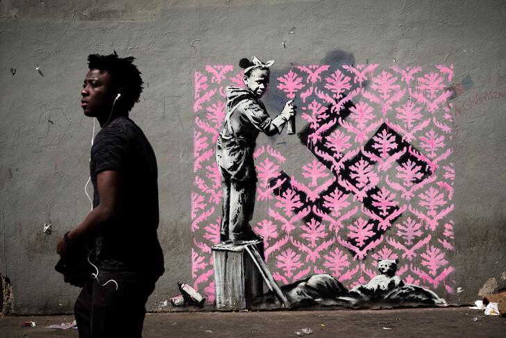 best-of-street-art-2018-banksy-croix-gamme.jpg