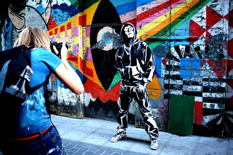 alexa meade illusion on street