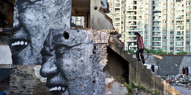 JR-street-art-francais-humaniste-et-engage.jpg