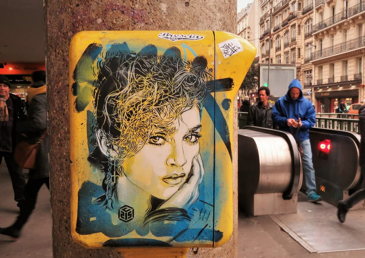 best-of-street-art-c215-france-madonna-boite-aux-lettres.jpg