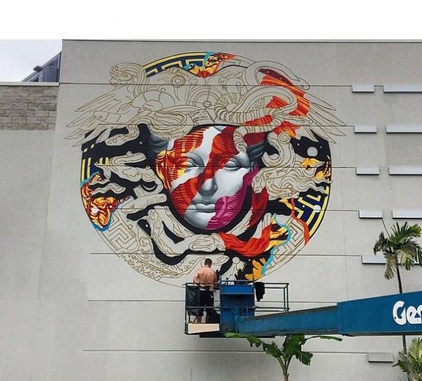 Tristan Eaton street art avant en pleine création