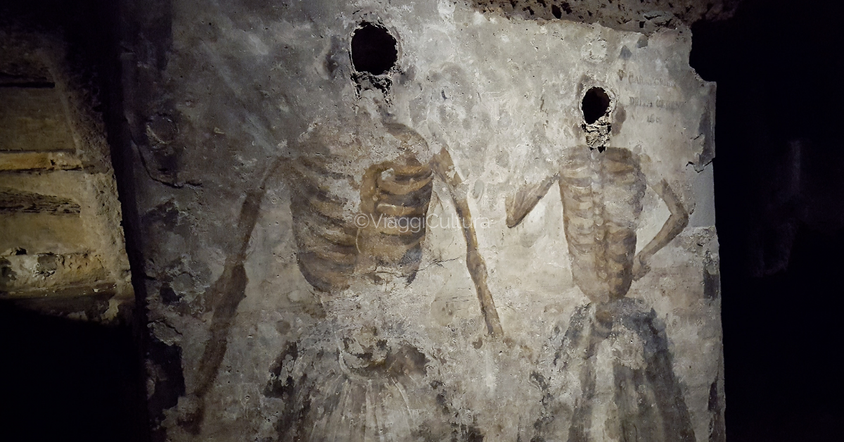 This task was carried out by the schiattamuorto who had the task of placing the corpses to drain, taking care to drill holes on the bodies in order to favor the drying process.