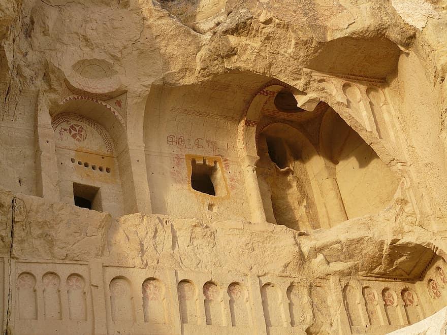 Croci maltesi sulla facciata della Karanlık Kilise, Göreme Open Air Museum - Cappadocia