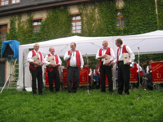 Unsere Gründungsmitglieder Gebrüder Sternberger und Walter Gabel, am Mikrofon: Karl Seibel.