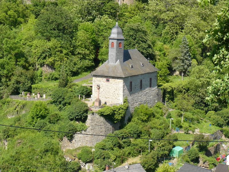Evangelische Kirche in Reichenberg, unterhalb der Burg