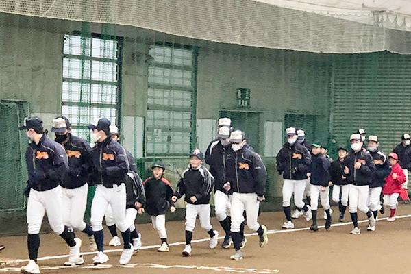 12月28日(月)、盛運輸サンドームにて小学生野球教室が開催されました