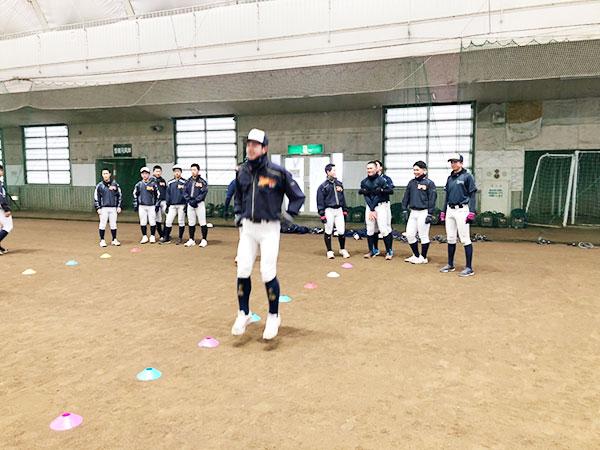 12月15日、盛運輸サンドームにて柿並コーチによる走り方トレーニングが2年生を対象に行われました