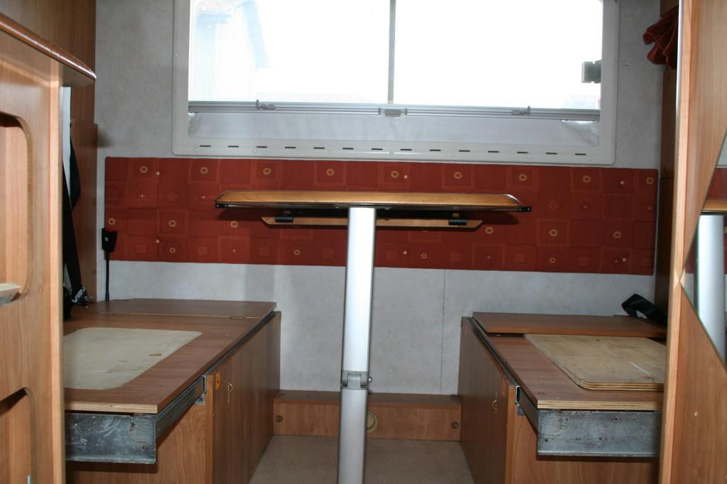 dinette con poggiatesta e paretina laterale anticondensa ricoperta e cuscini ricostruiti. By ballabioiltappezziere.com
