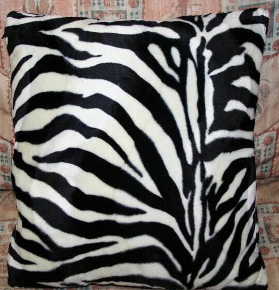 Cuscino zebrato by Ballabioiltappezziere