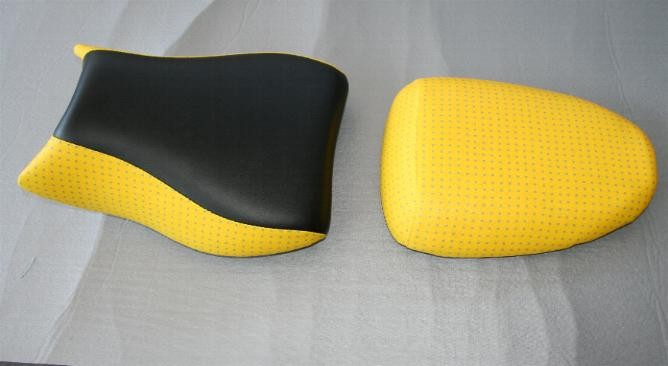 Rifacimento rivestimento sella  giallo - nera By ballabioiltappezziere.com