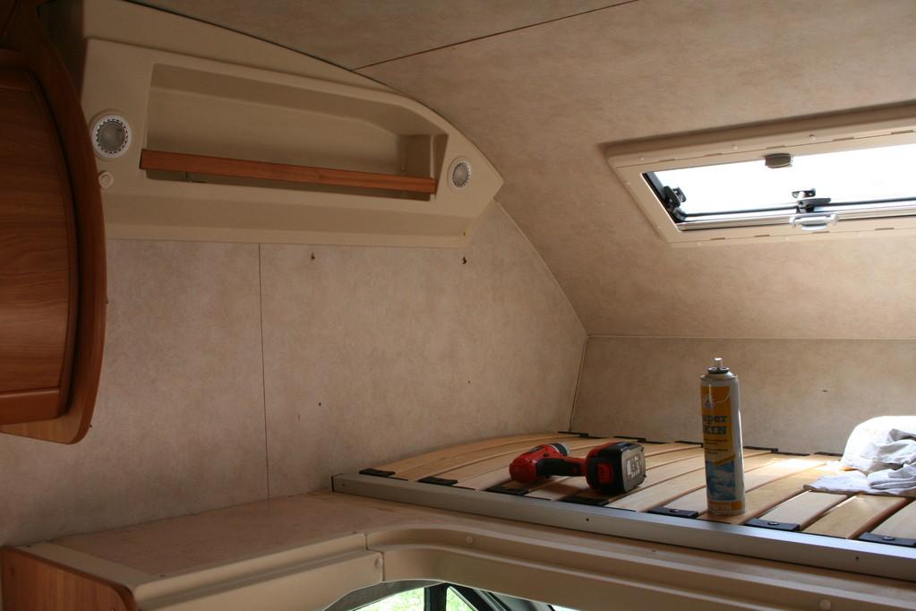 letto alto mansarda  ,materasso mancante,pareti da ricoprire camper rimor . By ballabioiltappezziere.com