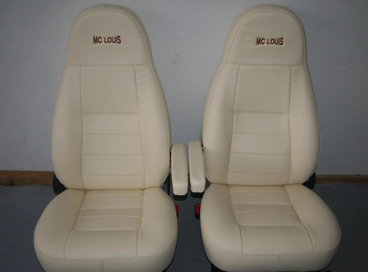 Sedili cabina ducato 2004  mc louis con ricamo , poggiatesta incorporato tipo motorhome rifatti in ecopelle. By ballabioiltappezziere.com B