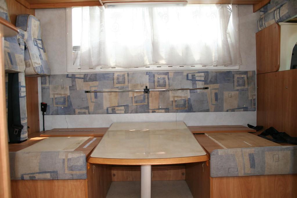 vista frontale della dinette.By ballabioiltappezziere.com