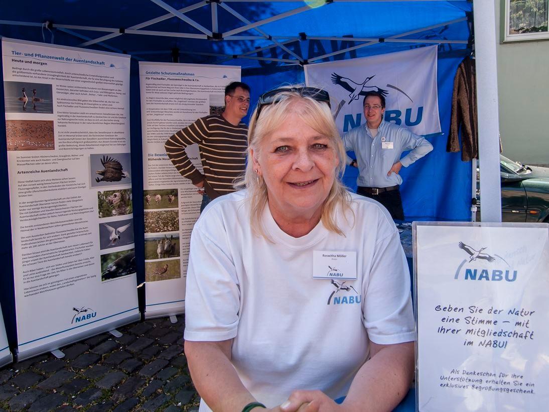 Das NABU-Team berät die Besucher kompetent bei Naturschutzfragen. - Foto: Kathy Büscher