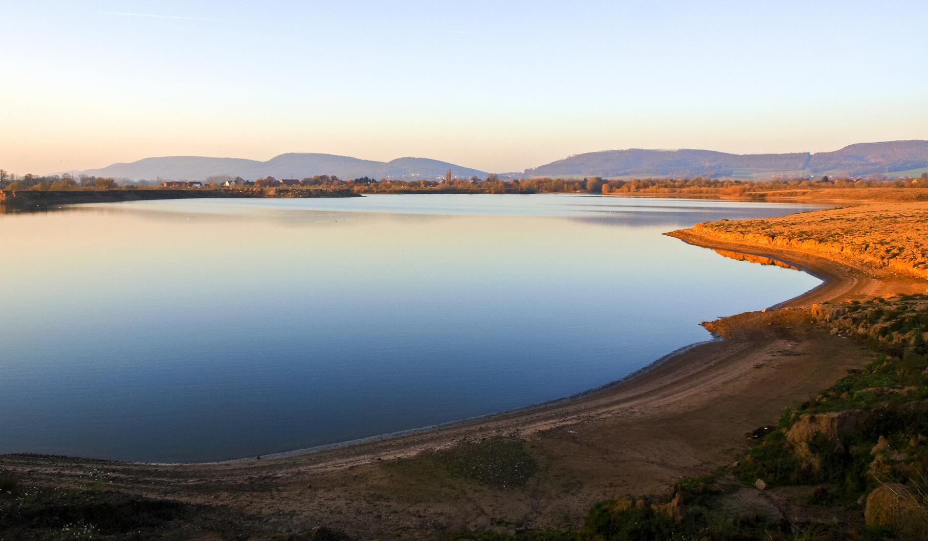 Der westliche Teich in der Morgensonne.
