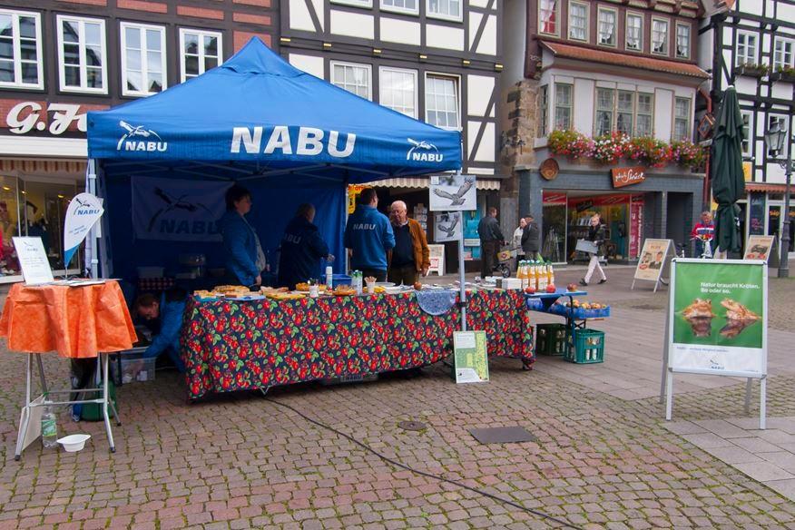 Info-Stand auf dem Marktplatz beim Apfelmarkt. - Foto: Kathy Büscher